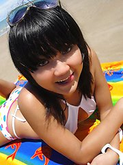 Cute little Thai amateur Febe poses at the beach and flashes
